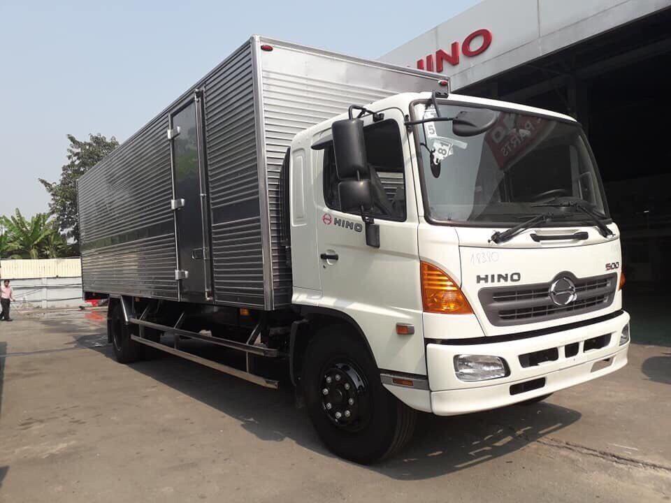 Hino FG8JT7A thùng kín tải trọng 8 tấn