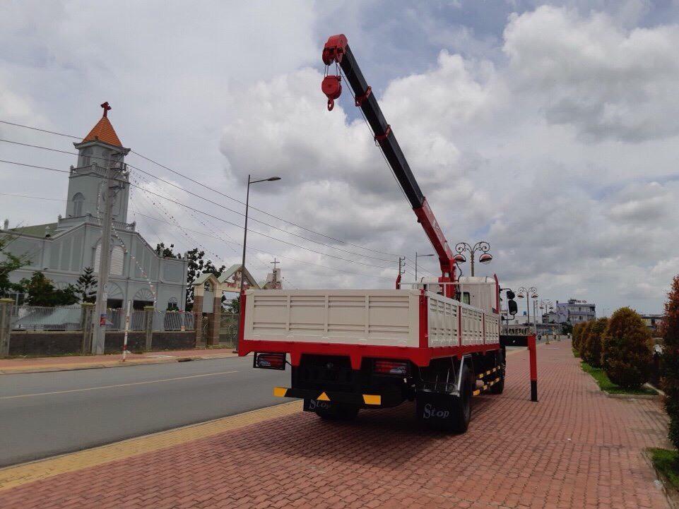 Daewoo 9 tấn gắn cẩu unic URV504