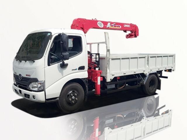 Hino XZU650L gắn cẩu unic URV230 tải trọng 1 tấn
