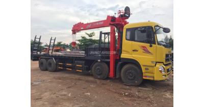 Dongfeng 4 gắn cẩu kanglim chân nâng đầu chở máy công trình