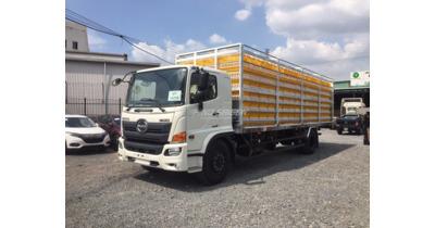 Hino FG8JT7A chở gia cầm tải trọng 6 tấn