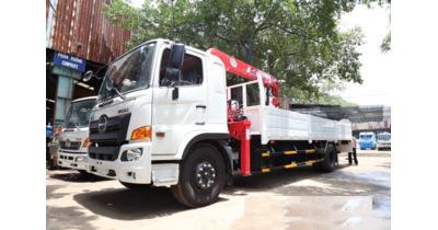 Hino FG8JT7A gắn cẩu unic URV555 tải trọng 6.6 tấn