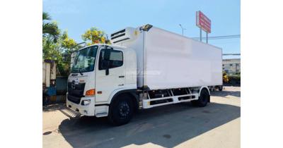 Hino FG8JT7A thùng đông lạnh tải trọng 8 tấn