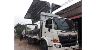 Hino FG8JT7A thùng kín cánh dơi tải trọng 8 tấn