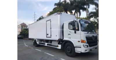 Hino FG8JT7A thùng kín composite tải trọng 8 tấn