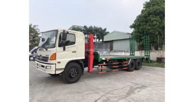Hino FL8JPSL chở máy công trình tải trọng 13.5 tấn