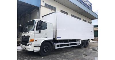 Hino FM8JW7A thùng đông lạnh tải 15 tấn