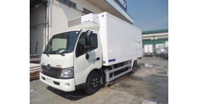 Hino XZU650L thùng đông lạnh tải 1.5 tấn