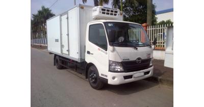 Hino XZU650L thùng đông lạnh tải trọng 1.5 tấn