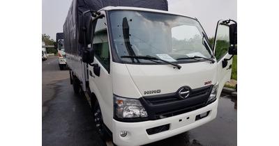 Hino XZU650L thùng mui bạt tải trọng 1.9 tấn