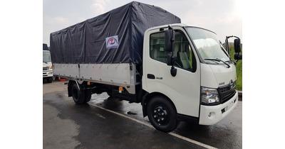 Hino XZU720L thùng bạt nhôm tải trọng 3.490 kg