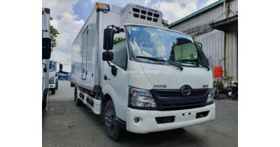 Hino XZU720L thùng đông lạnh tải 3.5 tấn