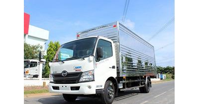 Hino XZU720L thùng kín tải trọng 3.5 tấn