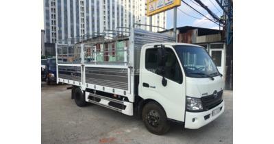 Hino XZU720L thùng mui bạt tải trọng 3.450 kg