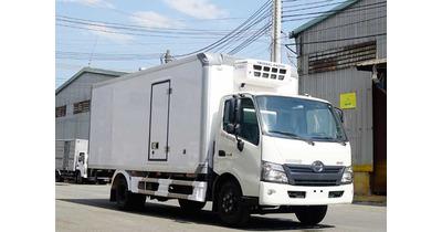 Hino XZU730L thùng đông lạnh tải trọng 4.5 tấn
