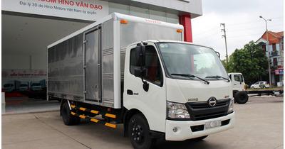 Hino XZU730L thùng kín tải trọng 4,5 tấn