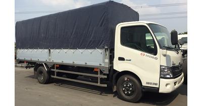 Hino XZU730L thùng mui bạt tải trọng 4.7 tấn